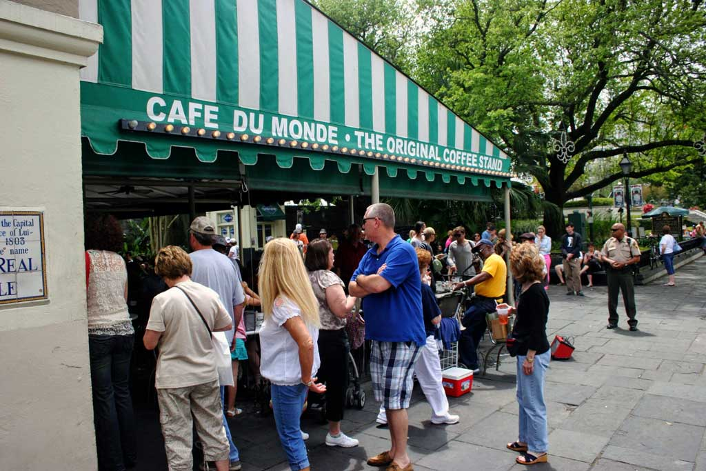 Cafe du Monde with the line of people waiting for a table.