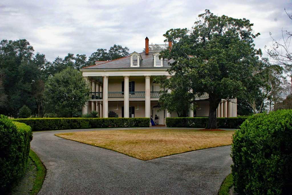 Main house at Oak Alley plantation.