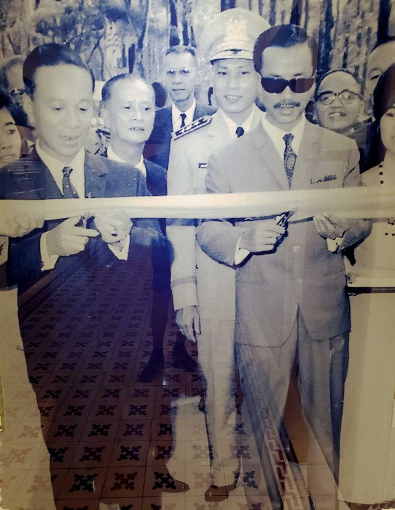 Ribbon cutting ceremony at the inauguration of  the new Palace on October 31 1966. president General Nguyễn Văn Thiệu to left and Vice President Nguyễn Lương Bằng to the right. (Image Copyright Independence Palace Museum).